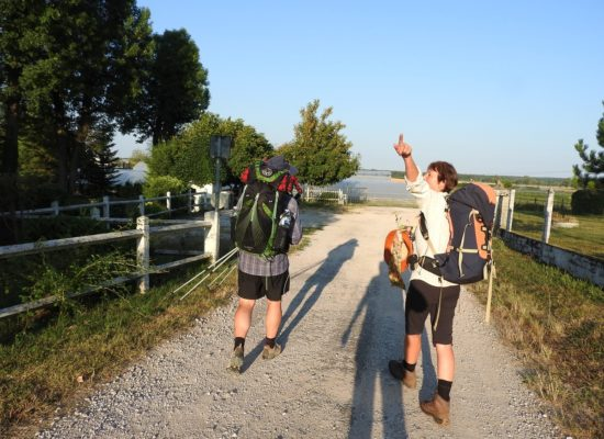 couples repartant sur la Via Francigena