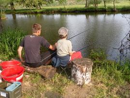 On apprend à pêcher à l'étang de la charmotte