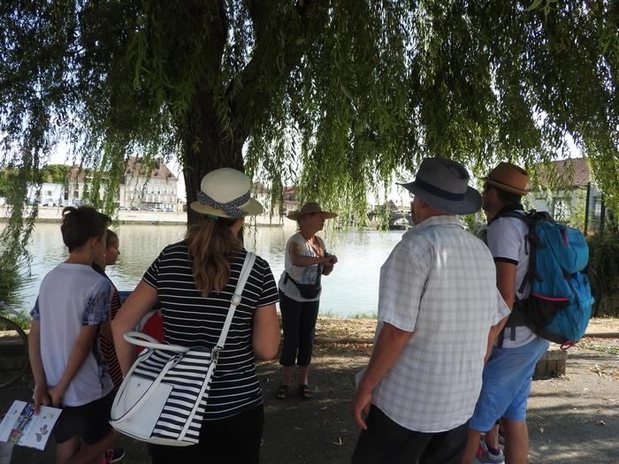 Départ de la visite guidée en bord de Saône
