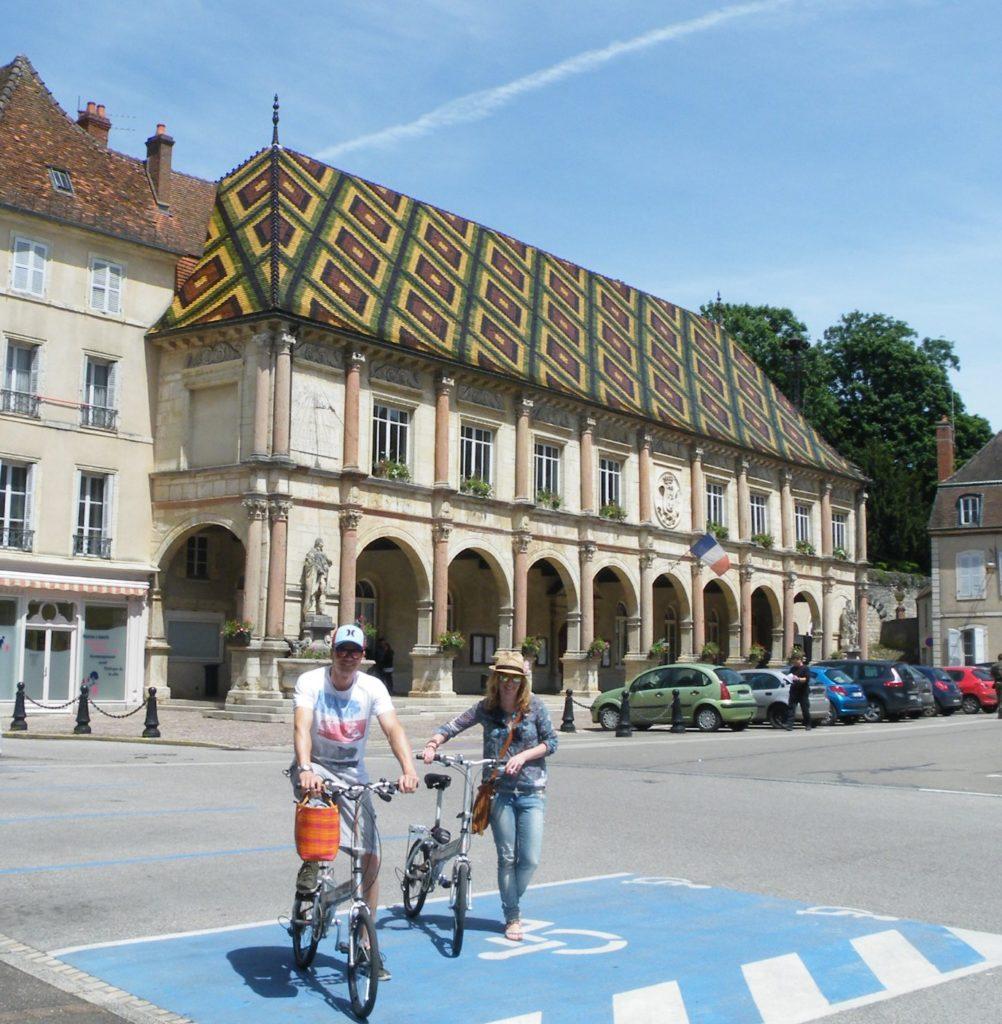 touristes-Hôtel-de-Ville-@OT-Val-de-Gray