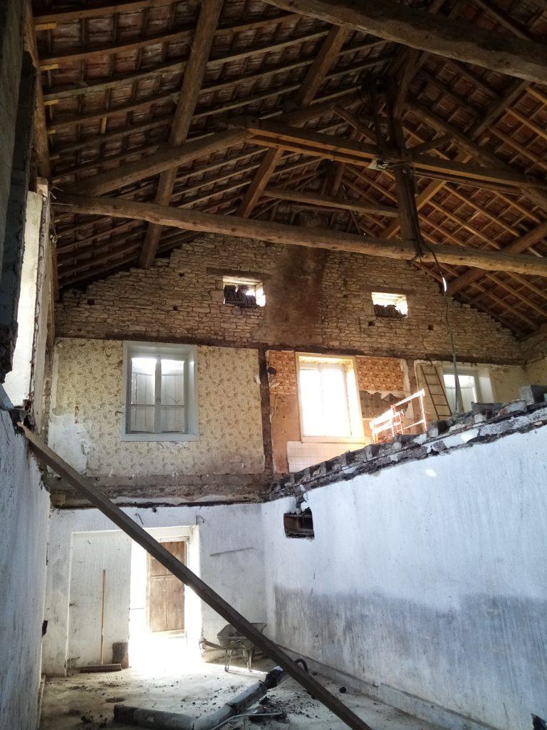 Vue de l'intérieur depuis une cave sur la laiterie