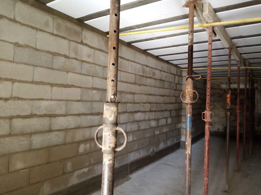 construction-dun-mur-de-soutènement-et-réalisation-de-la-dalle.j